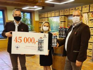 Výtěžek ze speciální pivní edice posílá pivovar sestřičkám. Dostanou 45 tisíc korun