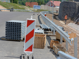Nebezpečná křižovatka u Zahrádek projde rekonstrukcí. Bude z ní kruhový objezd