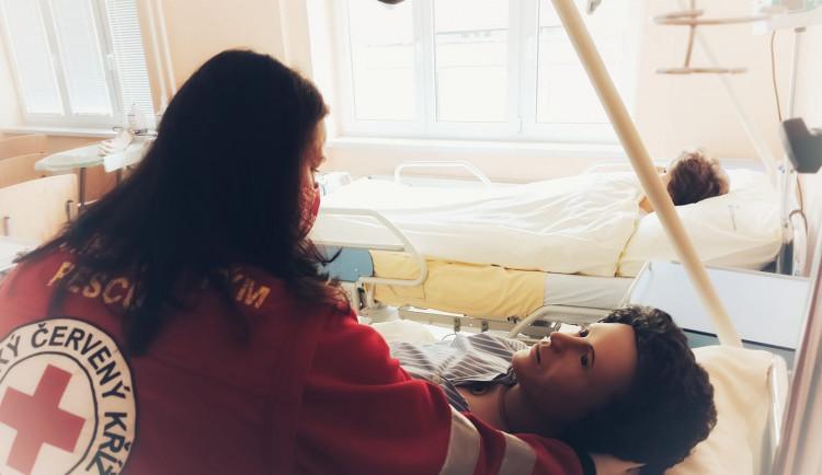 TULka společně s Červeným křížem spustila kurzy pro dobrovolné pečovatele