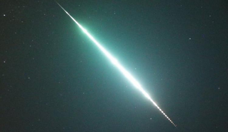 Nebe nad Jizerkami ozářil bolid. Zachytila ho kamera na škole ve Frýdlantu