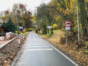 Některé silnice kolem Rádelského mlýna na zimu pro auta uzavřou
