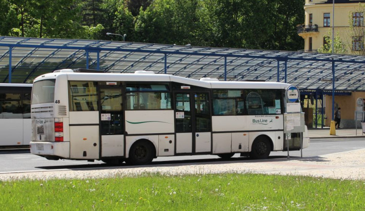 Soud Jablonci zakázal uzavřít smlouvu s Umbrella Coaches and Buses. Výsledek přišel pozdě