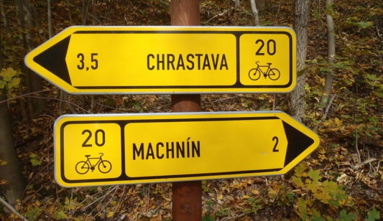 Na cyklotrasách už nezabloudíte. Obnovují značení v kraji i sousedním Polsku