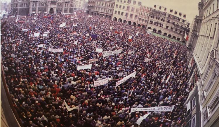 DEN PO DNI: Jak v Liberci probíhala sametová revoluce