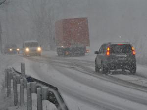 Nové značení umožní uzavřít silnici na Harrachov i na dálku