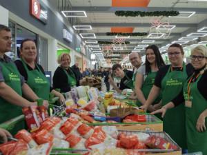 Potravinovým bankám dochází zásoby, v sobotu pořádají veřejné sbírky po celém Česku