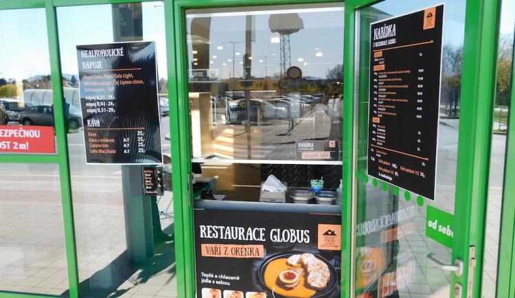 Restaurace Globus Liberec opět prodává přes okénko