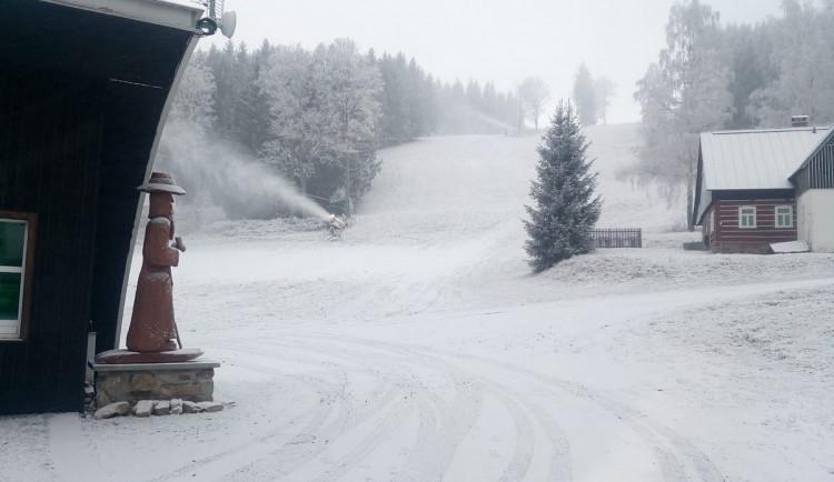 Čekáme, co bude, zní z Rokytnice. Největší skiareál v kraji začal zasněžovat