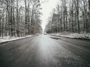 POČASÍ NA PONDĚLÍ: Silný vítr by mělo večer nahradit sněžení