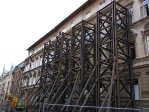 Překážející konstrukce v Podhorské ulici by měla konečně zmizet