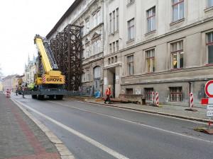 Podhorská je kvůli demontáži konstrukce uzavřená. Na neukázněné řidiče číhá policie