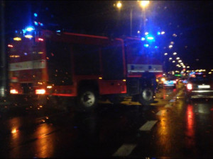Na průtahu Libercem u sjezdu na Jablonec se srazilo šest aut, tři lidé se zranili