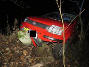 Se dvěma promile vyjel, ale nedojel. Řidič skončil v betonovém sloupku