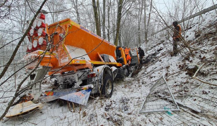 Husté sněžení dalo řidičům zabrat. Nejvíce nehod zaznamenala policie na Semilsku