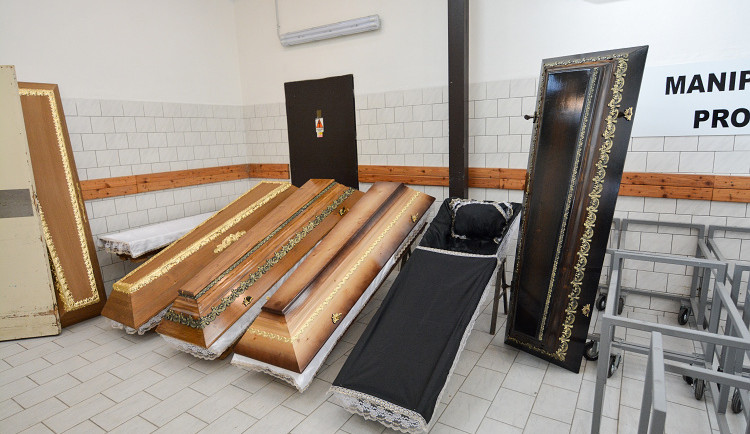 Krematorium má volné kapacity.  Z Ostravy převezou do Liberce ke zpopelnění desítky zemřelých