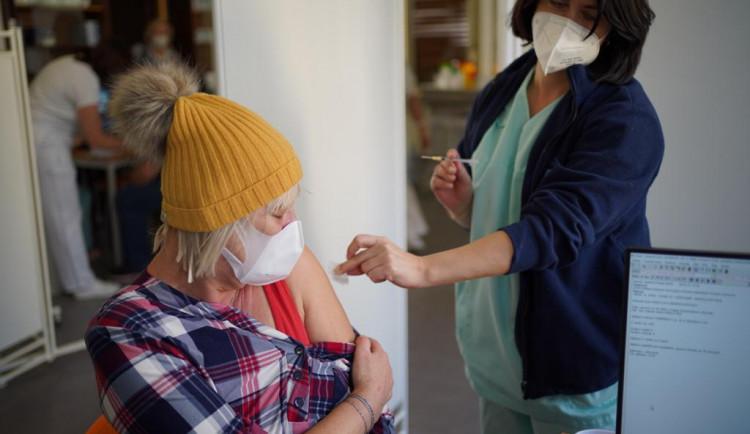 Rezervaci na očkování v Liberci má po víkendu prvních 40 seniorů
