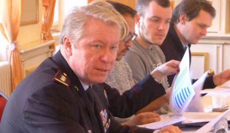 Oslavy v Teplicích se zúčastnil i liberecký policejní ředitel Husák. Ministr Hamáček ho vyzval k osobní odpovědnosti