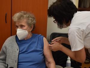 Víc než polovina seniorů v domovech s pečovatelskou službou v Jablonci se přihlásila k očkování
