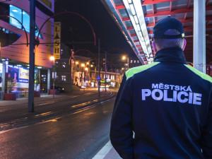 Opilec na Fügnerce napadal kolemjdoucí a pak i strážníka. Tvrdil, že je nesmrtelný