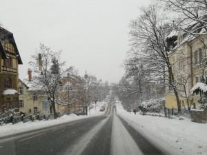 Teploty sahají až k minus 15. Silnice můžou i přes posyp namrzat