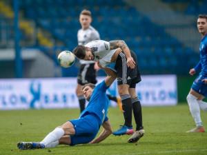 Slovan v dohrávce těsně přetlačil Zlín. V závěru zahodil penaltu Poznar