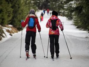 I přes oblevu se dá stále dobře lyžovat. Jizerky nabízí na 200 upravených kilometrů