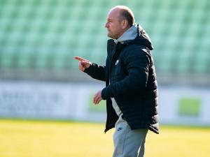 Měli jsme více šancí, ale bod z venku je oukej, hodnotí remízu v Karviné trenér Slovanu Hoftych
