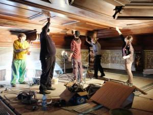 Ve Frýdlantu opravují kazetový strop obřadní síně. Ze spár už padaly kamínky