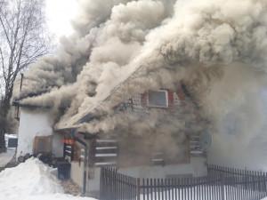 Požár roubenky ve Smržovce způsobil škodu za milion a půl