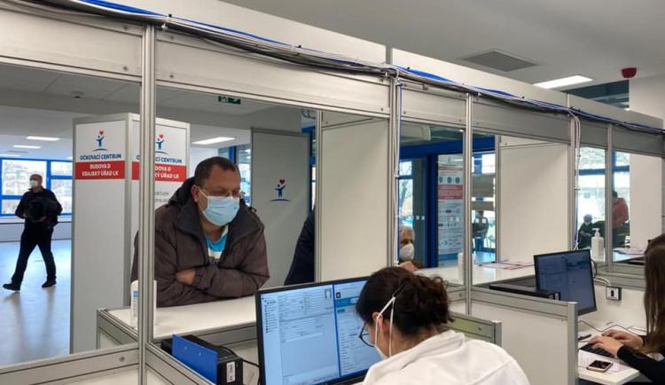 Liberecká nemocnice očkuje učitele už od úterý. Na vládu nečeká