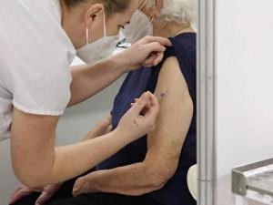 Přes čtyři tisíce seniorů nad 80 let se v kraji stále neregistrovalo k očkování