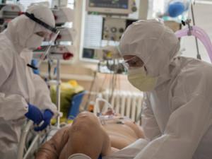 Kraj bude žádat o další pomoc armádu. Nemocnice nemají personál na covidové pacienty