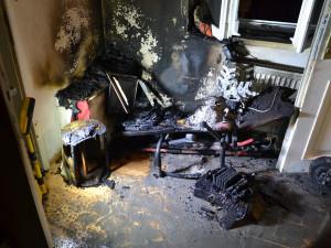 Za požárem v Liberci bylo nabíjení elektrokoloběžky. Mezi zachráněnými jsou kočky i had