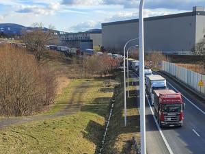 Ruce pryč od Turówa. Příznivci dolu zablokovali hraniční přechod v Hrádku