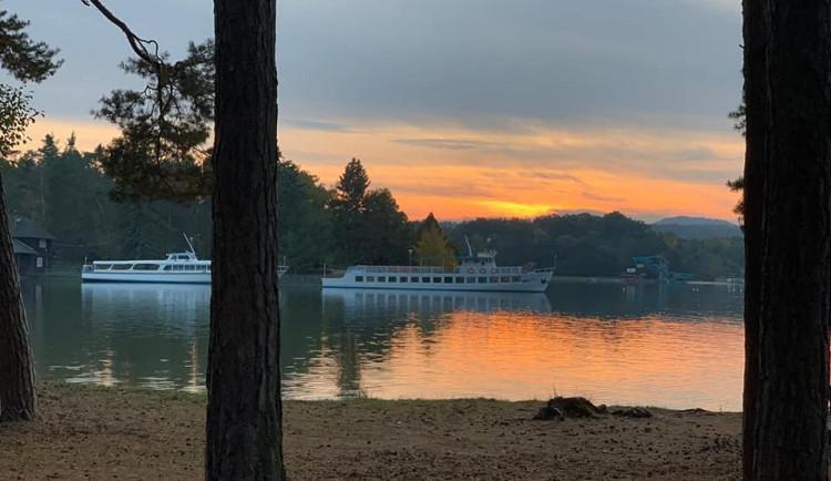 Obyvatelé Doks nebudou muset platit vstupné na dvě pláže Máchova jezera