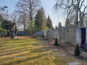 Kácení i nová výsadba. Vojenský hřbitov v Ruprechticích prošel revitalizací