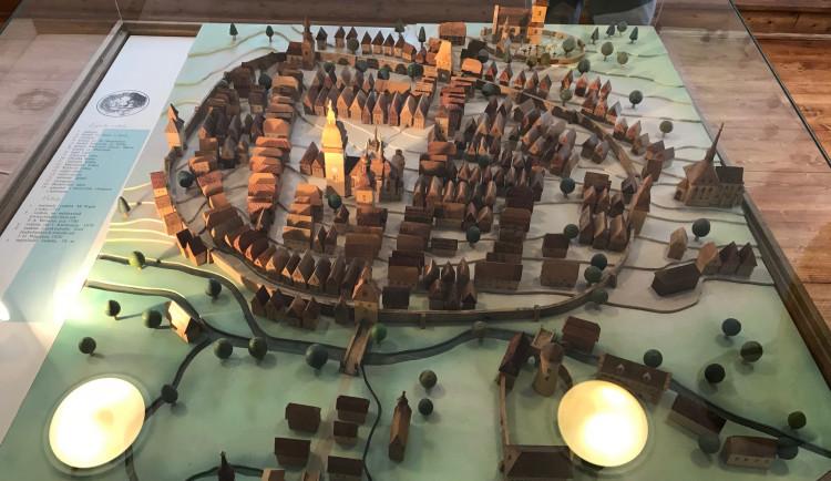 Na vodním hradě Lipý vzniká nová výstava o jeho historii