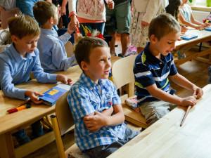 Část dětí se vrátí do škol s rouškami a testy. Většina pedagogů v kraji bude oočkována