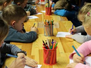 Žáci základky v Semilech mohou do školy bez testu. O testování musí rozhodnout rodiče, říká ředitel