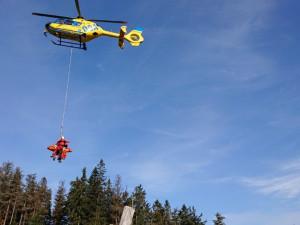 Turista spadl v Suchých skalách. Zamířil k němu i vrtulník záchranářů