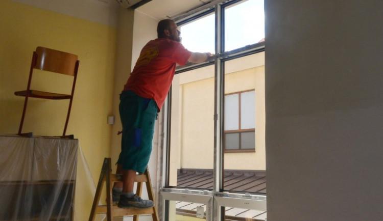 Během letních prázdnin se čtyři českolipské školy dočkají nových oken