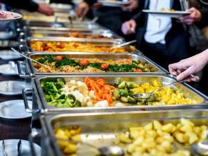 Obědy zdarma dostane v Libereckém kraji opět více dětí. I kvůli covidu