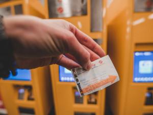 Samoobslužný prodej jízdenek v autobusech bude v Jablonci možný od května