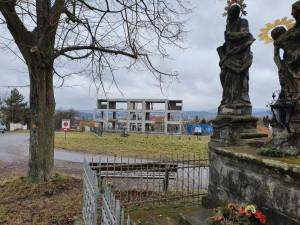 Kauza domu na Vrchůře pokračuje. Krajský úřad stavbu zastavil