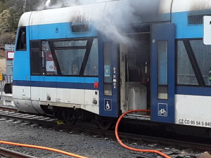 V Harrachově hořel vlak, provoz na trati je již obnoven