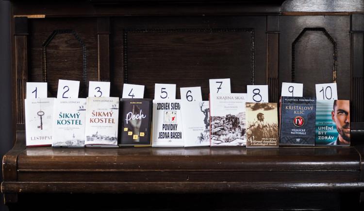 V pondělí otevírají knihkupectví. Jaké knihy teď letí?