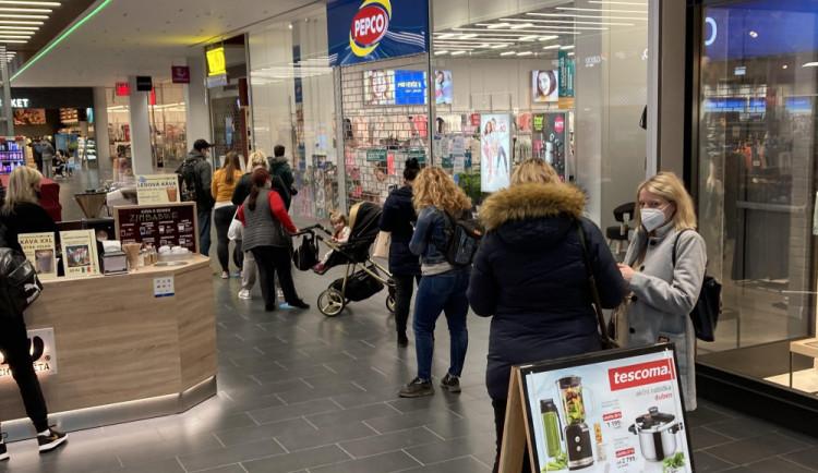 Otevření obchodů lidé v Libereckém kraji uvítali, někde byly i fronty