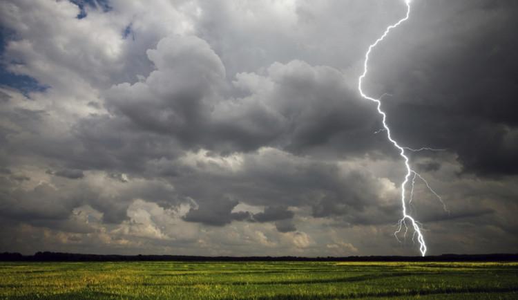 Letní teploty ukončí silné bouřky. Hrozí i na Liberecku