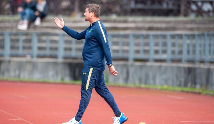 Děti přišly o podstatnou složku odreagování, říká trenér béčka Slovanu Petr Myslivec