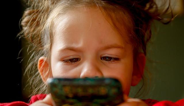 Závislostmi jsou v době covidové více ohroženy děti i dospělí